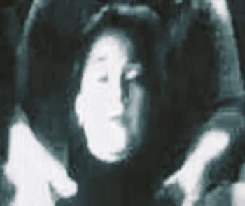 Эвелин Кросс и неизвестный на заднем плане